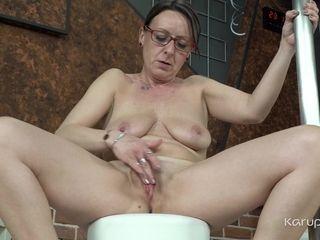 Linda G - KarupsOlderWomen