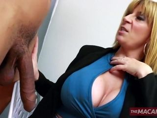 Accomplished ash-blonde complies new man sausage with her mature crevices