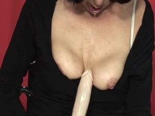 Sizzling mature nymph in the gym
