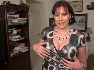 Cute Voluptous American Housewife Playing With Herself - MatureNL