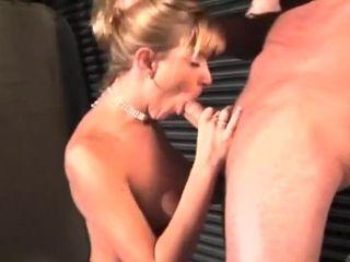Mature baisée par un clodo