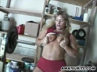 Amateur Muscle Cougar Homemade Sex
