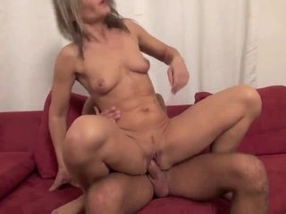 Exciting sexually attractive cougar screwed by young