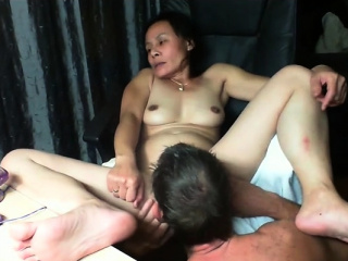 Mature inexperienced toying and fingerblasting on webcam