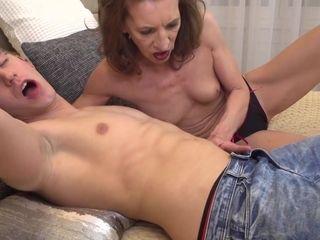 Arousing Mom Viana Doing Her Hustler Boy