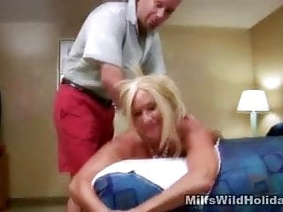 Rubdown And oral jobs For cougar Roxy