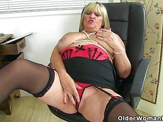 Brit cougar Christina X satiates her screwable fanny
