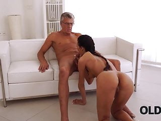 OLD4K. Mature chief spreads red-hot secretary instead of...
