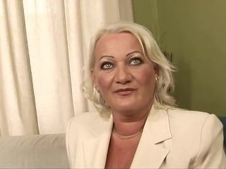 Blondie plump Mature Analy torn up