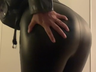 Sexy MILF in leather makes herself cum