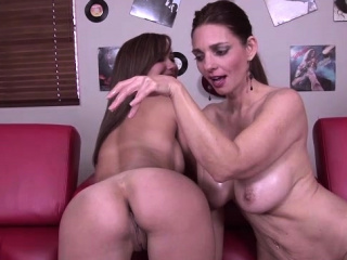 Mindi Mink and wicked Elissa in super hot g/g act