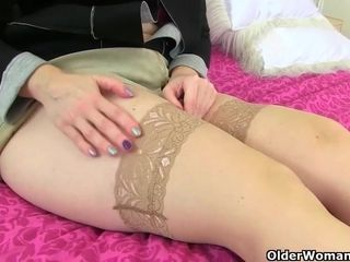 British matures, Vintage Fox, Sammie and Sexy P like to show us their masturbating routines