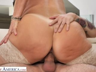 Mrs. Fuller (Vanessa Videl) Teaches Juan How To Take Care Of A Woman - MyFriend'sHotMom