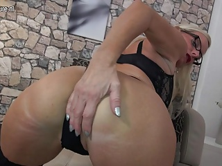 Hot German mutter with saggy tits playing with herself