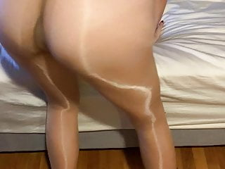 Wifey in tights showes ideal bum