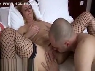 Mature housewife gets her slit gobbled