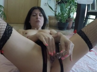Glass fake penis rigid humping for a thirsty cougar vulva