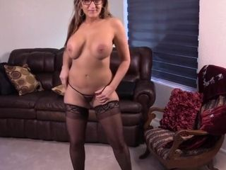 Swimsuit cougar mommy 55 and her sugary-sweet vag