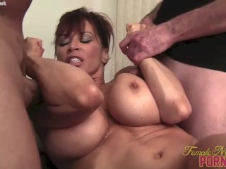 Doll Bodybuilder porno starlet Gives Head Muscle plumbs