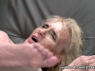 Nanney in granny enjoys Muscles - 21Sextreme