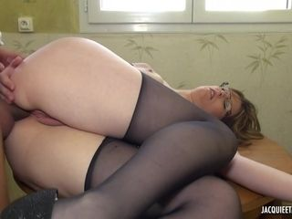 amateur French PAWG in stockings hooked up for quick sex