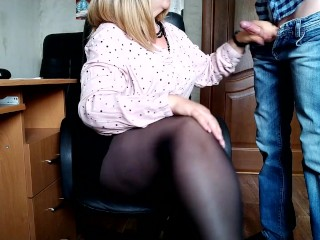 Gorgeous secretary and cum on her new pantyhose