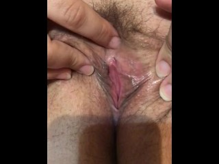 Unshaved wifey fingerblasting