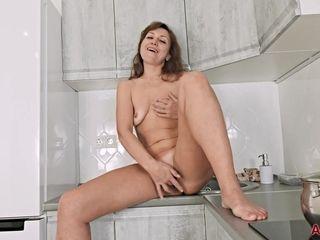 Rafaella Mature Pleasure Masturbation