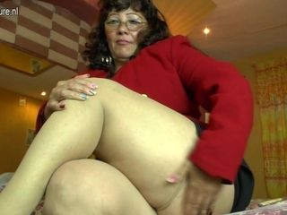 Horny Latin Mature Lady Playing With Her Hairy Pussy - MatureNL