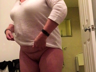 Plumper wifey exposes ALL