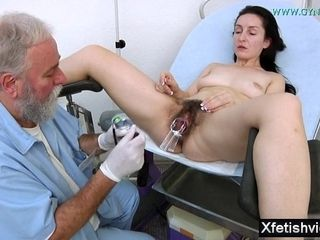 Wifey With fur covered gash obgyn check-up