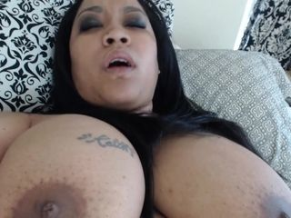 Chubby latina mommy rubs her old cunt