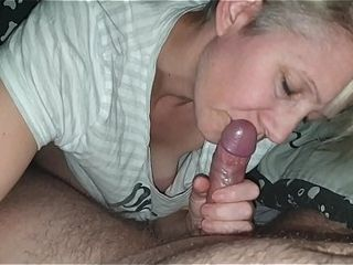 Hanysy scorching 43 yr aged cougar is doing a gargle job spunk in jaws