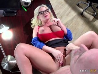 Sexy mature Julie Cash enjoys rough pussy fuck in the office