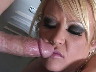 Austin gets her elastic caboose porked
