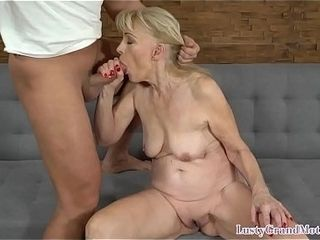 Dicksucking grannie getting pussyfucked