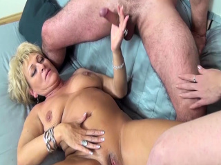 Big-boobed round mommy 3some knuckle humped