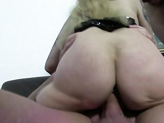 Reife Swinger - German swinger enjoys a dirty threesome