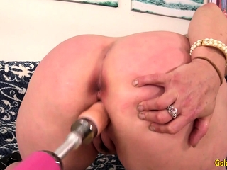 Machine Makes granny Kelly Leigh climax