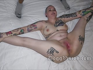 Inked cougar Yena Zeau opening up and beaver wide open