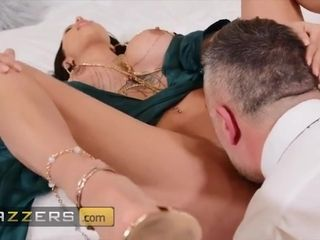 Cheating Wife Azul Hermosa Fucks her Driver