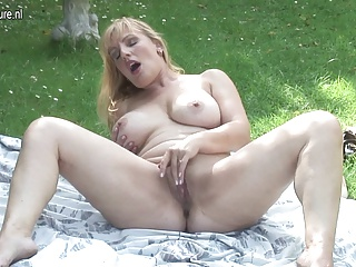 Sexy amateur mature mom