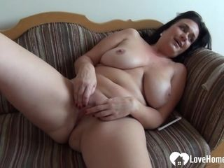 Mom stunner enjoyments herself while being recorded