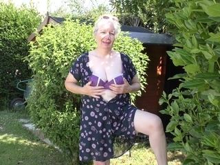 Naughty Granny Playing In The Garden With Her Pussy - MatureNL