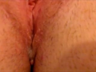 UK wifey wanks Gapes and shoots a load