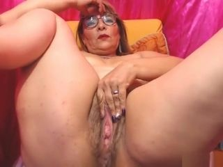 Obese mature showcases off all and frigs donk
