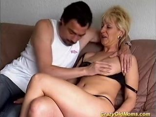 Horny elderly mommy I´d like to smash gets shagged firm