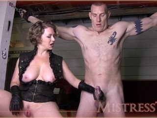 Beautiful cougar mistress makes her masculine gimp jizm