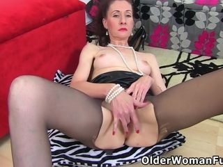 Skinny Mature Scarlet Is Toying Her Dripping Wet Cunt - Sarah Kelly