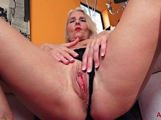 Mom Blond Hair Lady In Solo Action